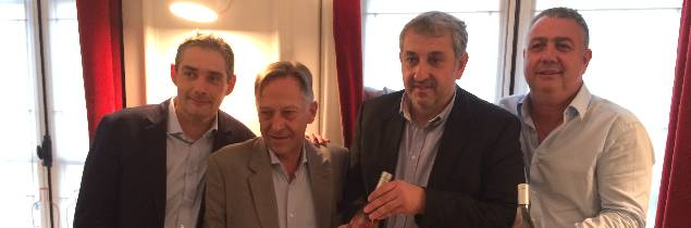Thierry Lemoine, directeur export des Vignerons d'Aghione, Bernard Sonnet, directeur du conseil interprofessionnel des vins corses (CIVC), Eric Poli, président du CIVC et François Franceschi vice-président des Vignerons de l'île de Beauté lors du lancement au restaurant Garance à Paris.