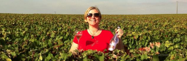 Tournée de Champagne pour tous!» célèbre avec humour la blogueuse sur les réseaux sociaux, remerciant ses nombreux soutiens.