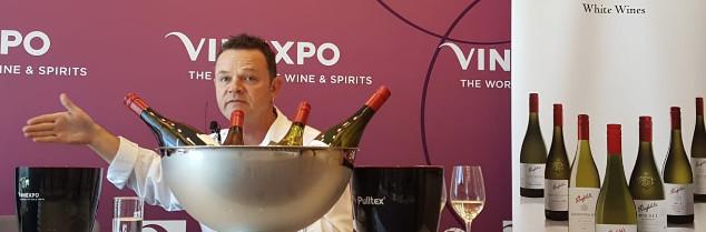 « Normalement, quand on parle de Penfolds, on parle de nos grands vins rouges… aujourd'hui, je vais vous présenter nos blancs» pose Kym Schroeter, ce 29 mai lors d'une masterclass inédite à Hong Kong.