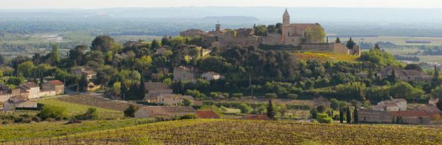 Commençant tout juste à travailler son statut commercial de cru du Rhône, l'AOC Cairanne doit se repencher sur la mécanique de son cahier des charges.