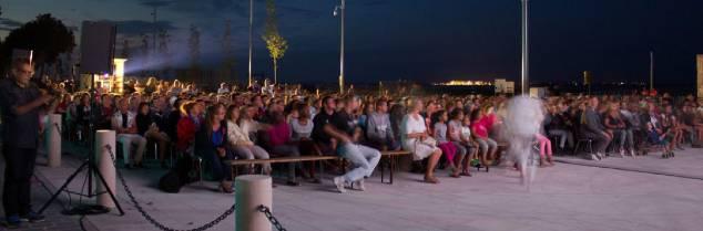 Ce festival cinéma mobilise les châteaux, comme les Estivales de musique qui se tiennent actuellement dans les propriétés, suivies par les Viniculturelles de Saint-Yzans de Médoc, bientôt Music Cook and Wine à Pauillac… Et prochainement le marathon du Médoc.