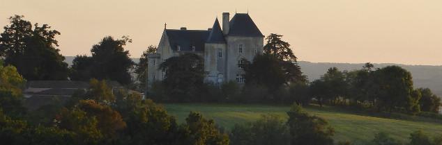 Basé à Villenave-de-Rions, le château Fauchey date du XVème siècle.