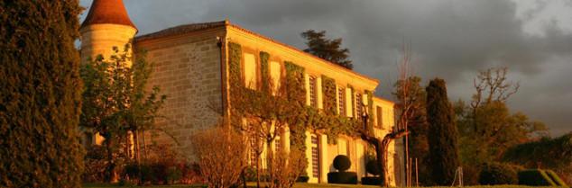 Fondé au XVIIIe siècle par la famille de Sèze, le château acquiert sa réputation grâce à Romain de Sèze, l'un des avocats du roi Louis XVI lors du procès devant la Convention en 1792. Le Château Mondot devient Troplong-Mondot lorsqu'il est racheté au XIXe siècle par la famille Troplong.