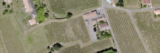 Quatre parcelles de vigne se trouvent autour du groupe scolaire de Villeneuve-de-Blaye. Celles traitées ce 5mai se trouvent à l'Ouest (en conventionnel, Éperon Pépite et Pepper) et à l'Est (en bio, héliocuivre et souffre). Archives Vitisphere