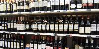 En valeur, les ventes de vins du Beaujolais ont représenté sur un an une valeur de 80 millions d'euros et un volume d'environ 15 millions de cols