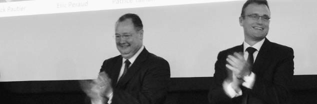 «Le patron de MMPJ, ce n'est pas moi, c'est le consommateur» lance César Giron (à gauche). « Il est normal que l'innovation soit un sujet de discussions » estime Pierre Joncourt (à gauche), dans la distillerie la Lignère ce 9 décembre.