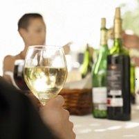 Toujours occasionnelles, mais plus conviviales : les modes de consommation de vin en France
