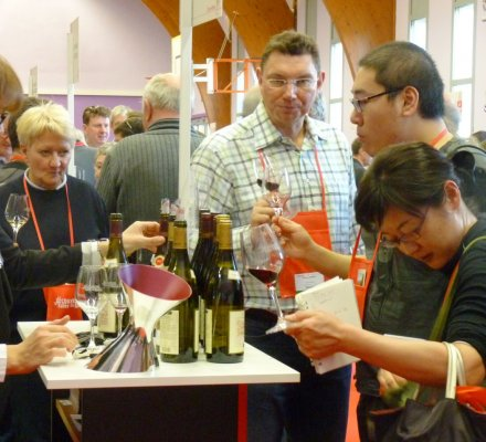 Salon des vif paris visiteurs de plus en plus for Porte de versailles salon des vignerons independants 2015