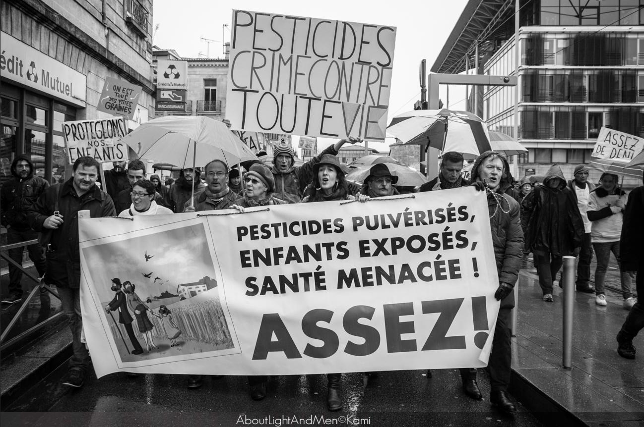 1 500 manifestants interpellent le vignoble bordelais sur l'exposition aux phytos dans Actions / Evénements Collectif Info Médoc Pesticides MarcheBl