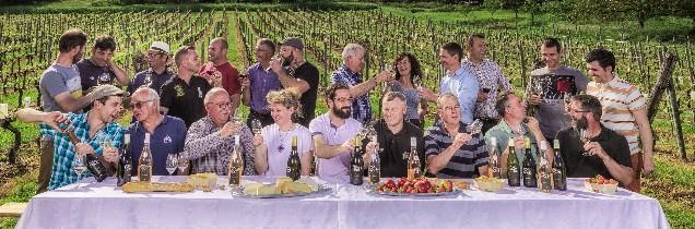 Les 14 vignerons de l'AOC Côtes de Toul se sont prêtés au jeu de la mise en 'cène' pour illustrer leur calendrier 2018