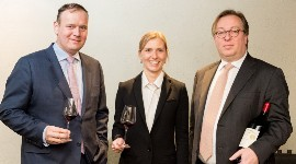 (De g. à d.) Christophe Lapierre, directeur commercial, Luxaviation Group ; Anna Sipurzynska, responsable des relations clients, Luxaviation Fine Wines ; et Patrick Hansen, PDG, Luxaviation Group