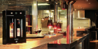 Revendiquant la création des «premières armoires climatisées pour la conservation du vin en 1976», Eurocave a développé 500 modèles depuis. Ici un aperçu en situtation de son WineBar 2.0.