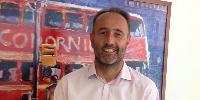 Simon Bradbury, directeur de Codorniu Royaume-Uni : '80% des ventes de vins concernent la consommation à domicile et 80% de ces 80% se trouvent entre les mains d'un petit nombre de détaillants. Aucun organisme promotionnel générique n'y est présent, toute activité promotionnelle étant assurée par les marques ou les chaînes elles-mêmes en faveur de leur marque propre'
