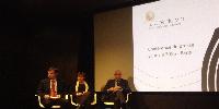 De gauche à droite : Bernard Farges, président du CIVB, Sylvie Caze, présidente de la Fondation pour la culture et les civilisations du vin et Alain Juppé, maire de Bordeaux.
