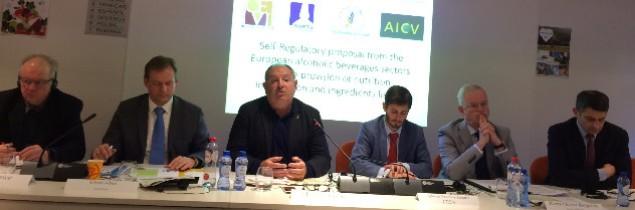 L'ensemble du secteur européen des boissons alcoolisées a présenté comment il pouvait indiquer la valeur nutritionnelle et la liste des ingrédients contenues dans leurs produits.