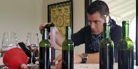 Jouant sur les degrés de fraîcheur et d'acidité des lots de cabernet franc, Simon Blanchard rappelle que «Bordeaux, c'est l'histoire de la maîtrise de la fraîcheur».