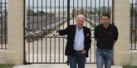 Hervé Berland, gérant de Montrose ( à gauche sur la photo) et Vincent Decup , directeur chai-recherche et développement.