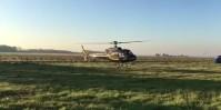 Un des hélicoptères se pose ce matin après avoir survoler 300 hectares de vignobles.