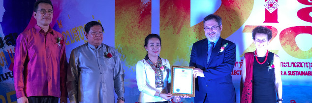 Vincent Perrin, director of the Champagne marketing board, received the registration certificates for the appellation Champagne in Laos on April 25.
