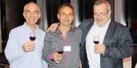 A gauche, Philippe Lacondemine, aux côtés de Jean-Luc Chagny et Perico Legasse, lors d'une dégustation de Beaujolais nouveau.