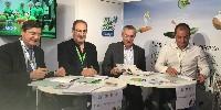 De gauche à droite: Jean-Louis Bergès, président de VDD et de la cave de Die Jaillance, et à sa gauche les trois présidents des associations Bleu Blanc Coeur, CRC blé et Demain la terre.