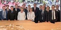 A la Maison des Climats a été signée ce lundi 3 juillet une convention-cadre entre l'association des Climats et 12 élus des collectivités territoriales et du monde viticole, qui les engage pour 3 ans autour de 'grands projets autour des Climats'
