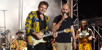 Tête d'affiche du 5 juillet, -M- a convié Aymeric Maini sur scène ce 5 juillet, tous deux artageant la passion des musiques maliennes.