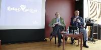 Pau Roca, secrétaire générale de la fédération espagnole du vin et Hubert Sacy (au micro) directeur général d'Educ'alcool