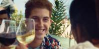 Déclinant pour l'été sa campagne «Marida mejor tu vida con vino», l'OIVE compte bien placer les vins sur le terrain de chasse des bières et cocktails.