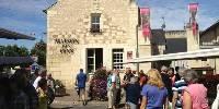 La maison des vins Jean Carmet propose aux touristes de découvrir tous les vins produits dans l'appellation Bourgueil.