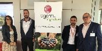 De gauche à droite: Magali Bayle, consultante, Mathieu Suberin, viticulteur, Sébastien Coquard, président d'Agamy et Nicolas Osio, directeur commercial