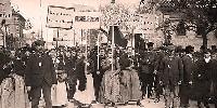 Manifestation vigneronne en 1911. Les femmes en tête du cortège.