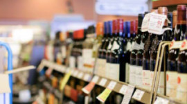Comme les autres provinces canadiennes (à l'exception de l'Alberta), la vente de vins et spiritueux est contrôlée par un monopole d'État : la British Columbia Liquor Distribution Branch (regroupant 196 points de vente).