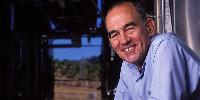 Ingénieur agronome et œnologue, Michel Salgues est aussi bien connu pour son travail de précurseur sur les effervescents californiens que d'innovateur sur la gestion de l'oxydation des vins.