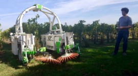 On October 12 at Château Fombrauge, Benoît Chaillon tested soil tillage by the TED robot.
