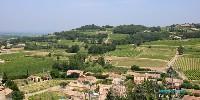 Le vignoble de Cairanne se situe tout autour du vieux village