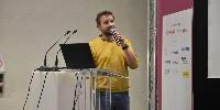 Frédéric Hemmeler, directeur d'Agrofly présente son drone lors d'une conférence à Dionysud