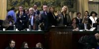 Nathalie Baye, Emmanuelle Béart, Erik Orsenna et François Curiel, président Europe-Asie chez Christie's, vendant la Pièce des Présidents pour €230,000