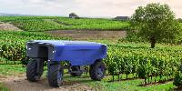 Réglementairement, Bakus répond à la norme actuelle des machines automatisées. Vitibot est confiant quant à la future norme des machines agricoles hautement automatisées.