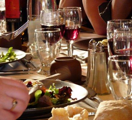 Restauration: cinq grandes tendances de consommation en vin, selon le grossiste Métro