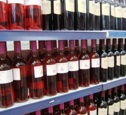 Ventes de vins tranquilles en GD : toujours plus de rosé et toujours moins de rouge...