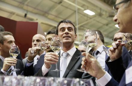 Manuel Valls trinque aux vins français :