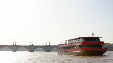 Tourisme oenofluvial : et au milieu de Bordeaux coule une rivière