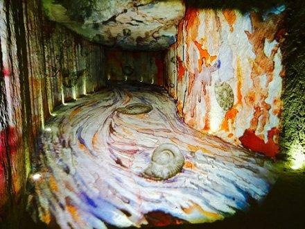 Caves Monmousseau : une visite en lumière des caves de tuffeau