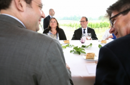 En marge de Vinexpo : François Hollande à la table du vignoble de Bordeaux
