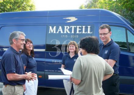 Porte à porte : les cognacs Martell invitent ses viticulteurs à son anniversaire