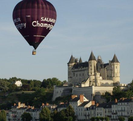 Saumur Champigny : une montgolfière aux couleurs de l'appellation