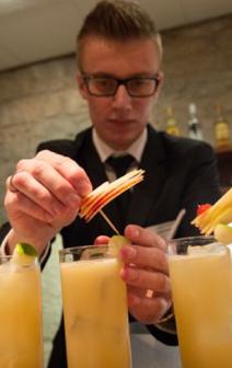 Jura : le barman Florian Lepage gagne le premier concours de cocktails de Macvin