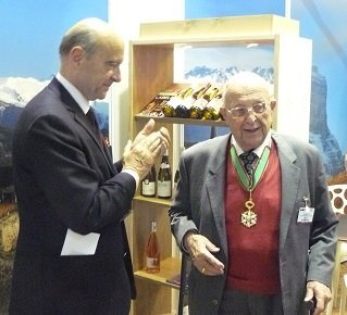 Ampelography : Pierre Galet receives the medal of Agricultural Merit