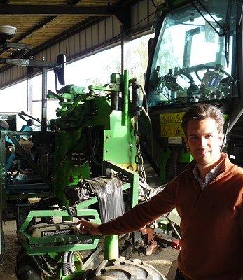 Tracteur : améliorer son travail des sols viticoles par l'autoguidage et la caméra de recul